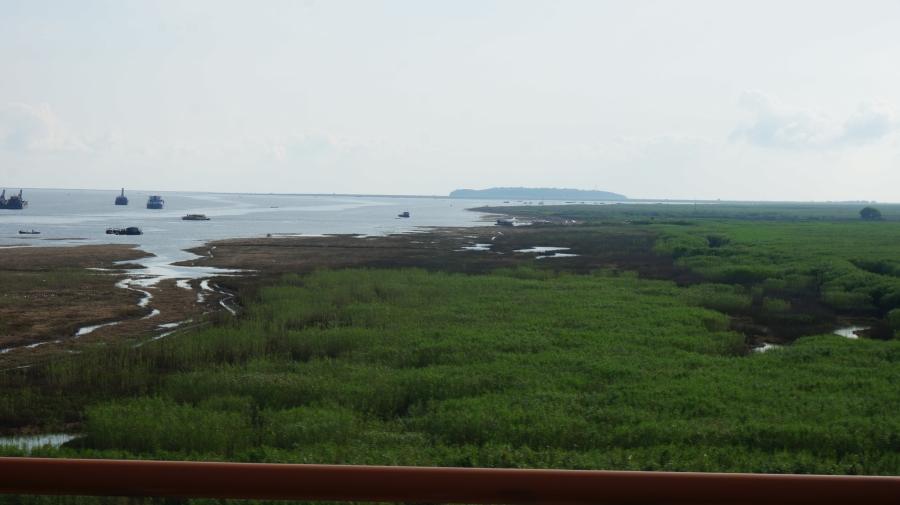 DSC09829-가운데 섬이 아황과 여영의 무덤이 있는 군산도.JPG